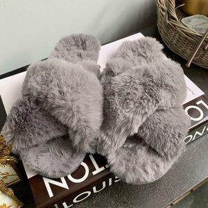 LOFT Faux Fur Slide Slippers Size Large